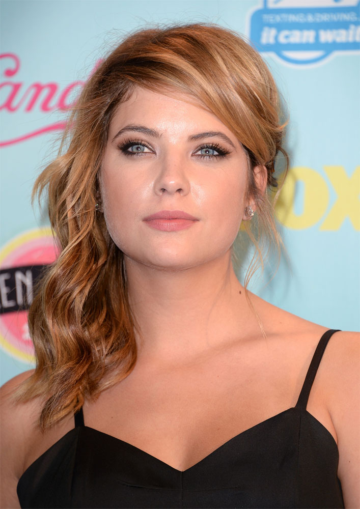 Sexy Summer Style on Ashley Benson at TEEN CHOICE AWARDS
