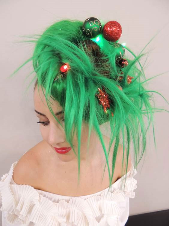 HOLIDAY HOW-TO: Create a Christmas Wreath Updo