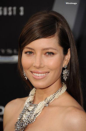 "Jessica Biel's Red-Carpet Look for the Premiere of ""Total Recall"""