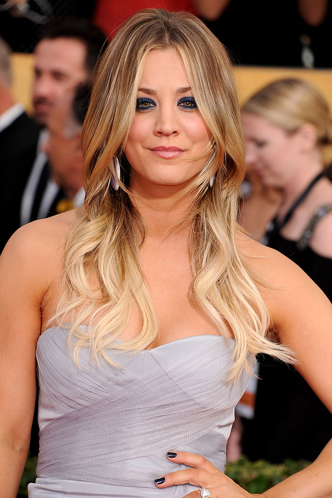Sag Awards Kaley Cuocos Romantic Wavy Tresses Career Modern Salon