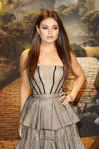 How To:  Mila  Kunis at Oz Premiere
