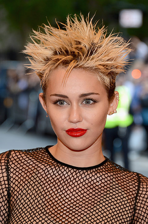 "HOW TO: Miley Cyrus Goes ""Punk"" For Met Ball"