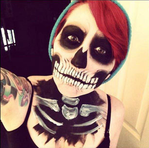 HALLOWEEN HOW TO: Skull Make-Up Tutorial