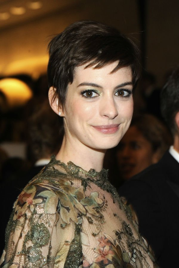 Style Profile: Anne Hathaway's Crop