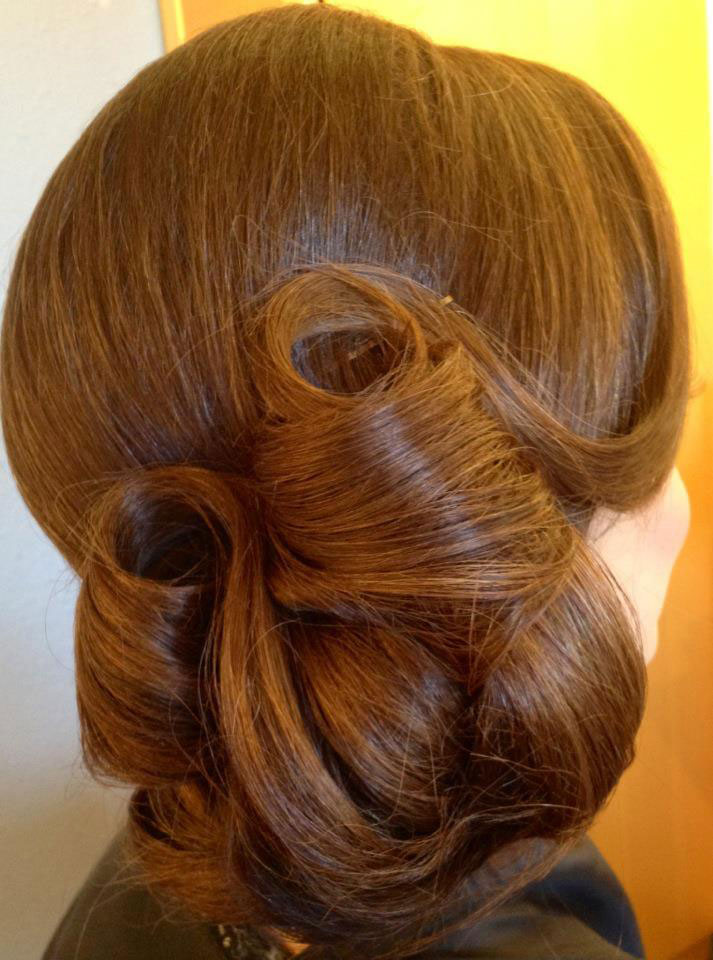 HOW TO: Vintage-Inspired Formal Updo
