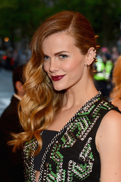 HOW-TO: Side Swept Waves and Side Parts at the 2013 Met Ball