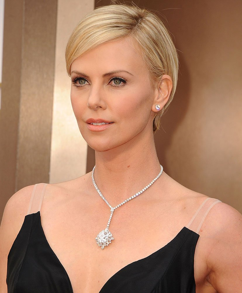 OSCARS: Charlize Theron Dazzles With Short Pixie Crop