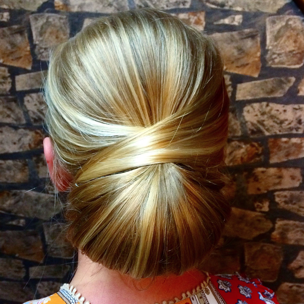 Classic Chignon Wedding Hairstyles: HOW TO: A Sleek And Chic Chignon