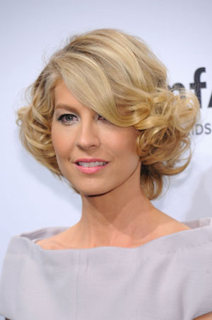 Jenna Elfman's Flipped Out Bob