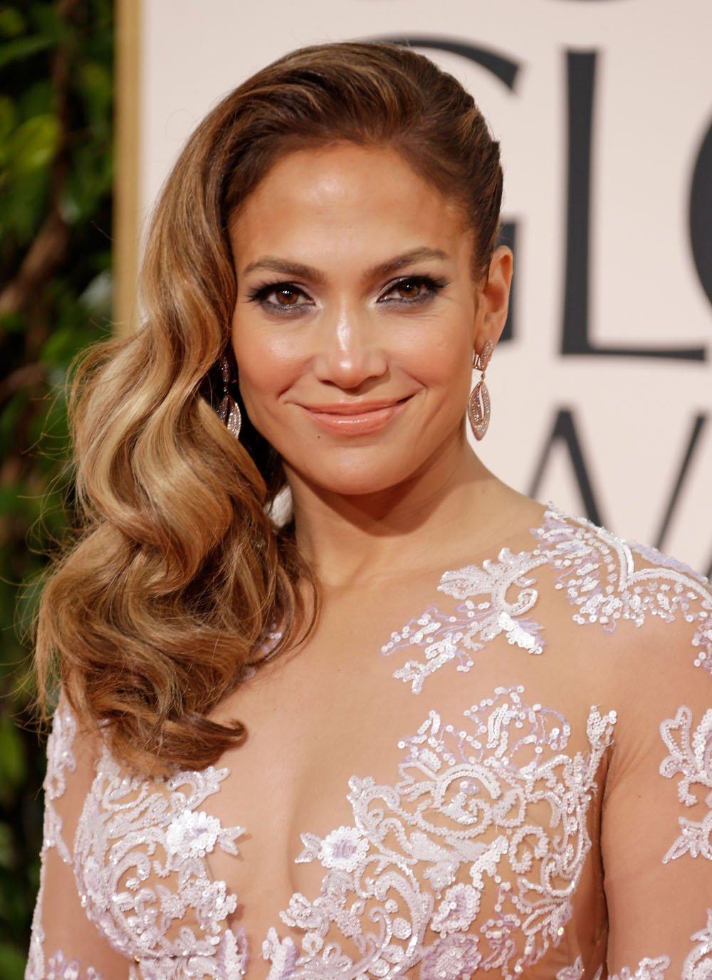 HOW-TO: Jennifer Lopez and Heidi Klum's Side Parts & Swept Waves