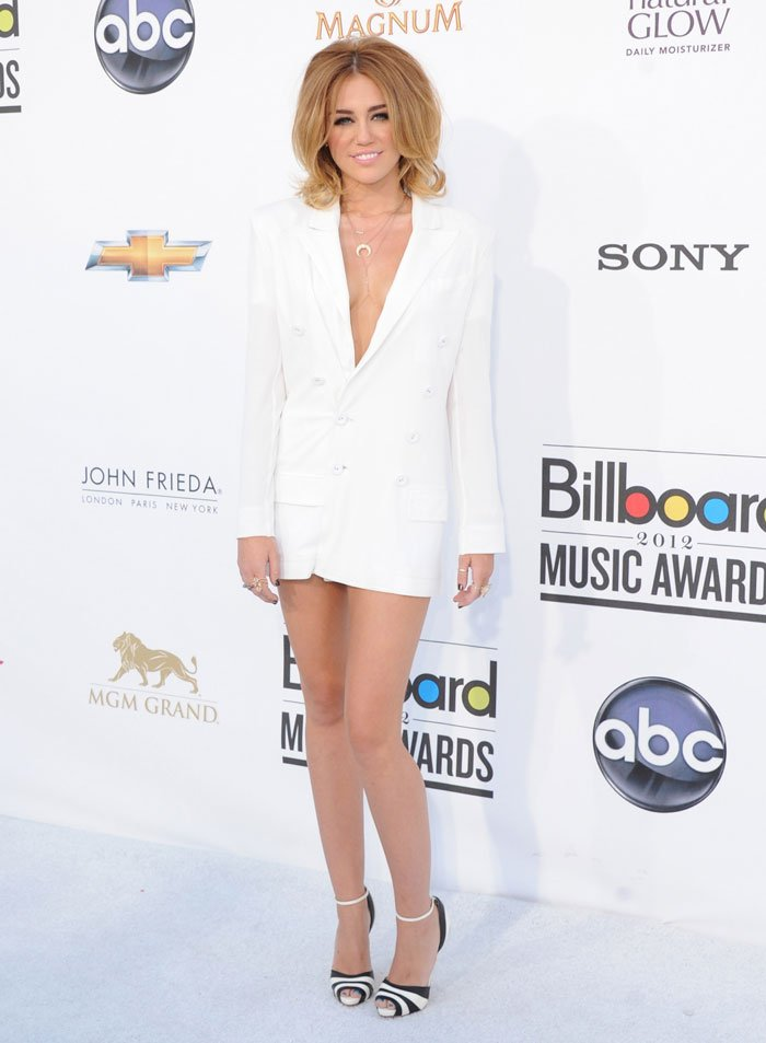 Miley Cyrus: Short Hair, Short Dress at Billboard Music Awards