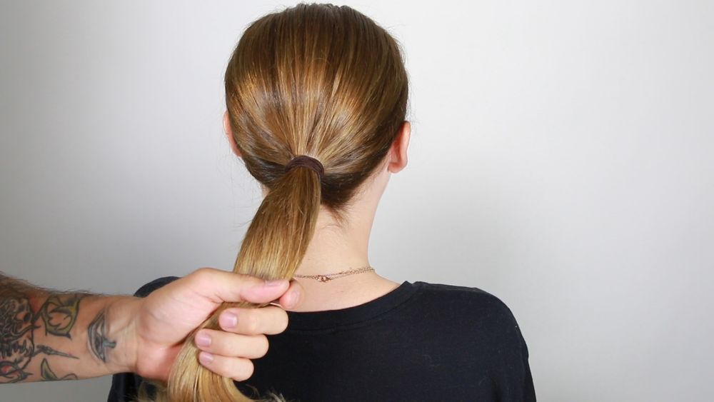 create a ponytail at the nape.