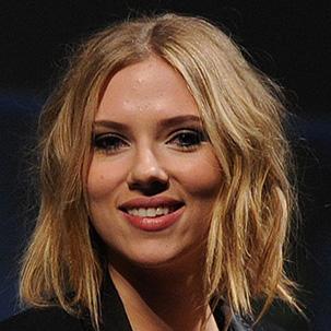 Scarlett's Fresh, Summer-Friendly Cut at Comic-Con