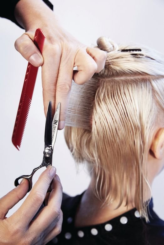 <p>Start the next section in the center back and use a square layering technique. Take small vertical partings and project the hair to 90˚ from the horizontal line with your finger angle at 90˚. Continue to the back of the ears.</p>