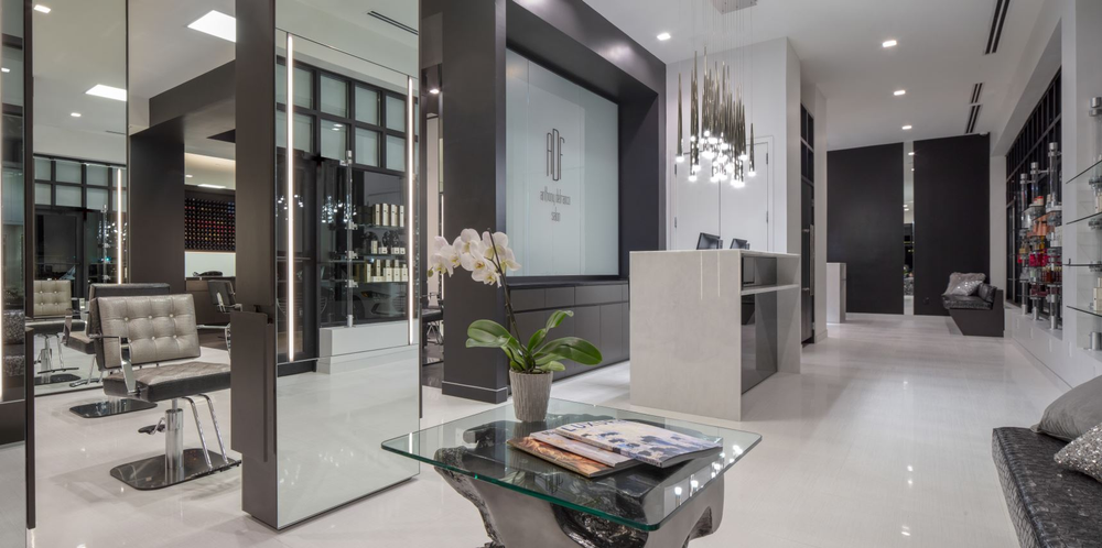 Cleints are welcomed into the Anthony DeFranco Salon with 13-foot-tall ceilings adorned with dramatic stalactite lighting pendants above a sensous onyx reception desk.