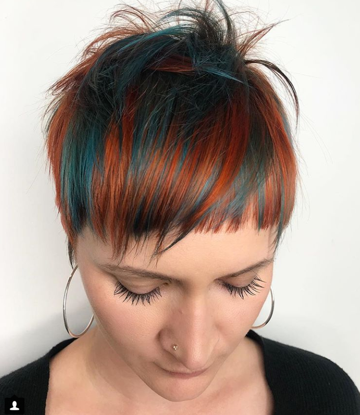 <em>Lindsay Wolf combined teal and copper for this dramatic color combo.</em>
