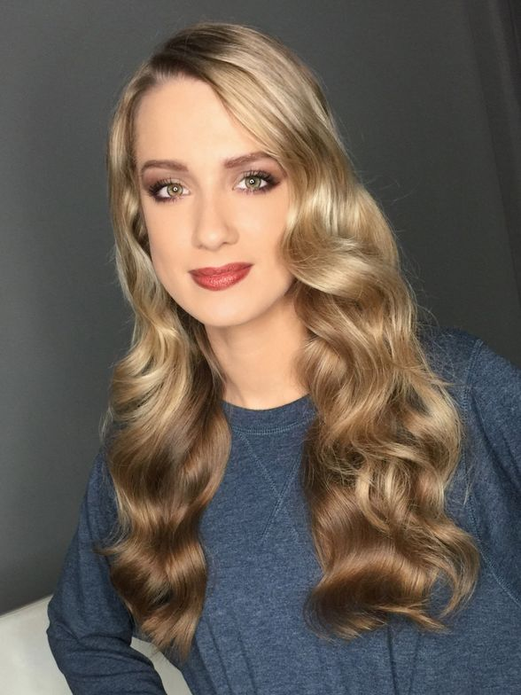Wavy hair finished look