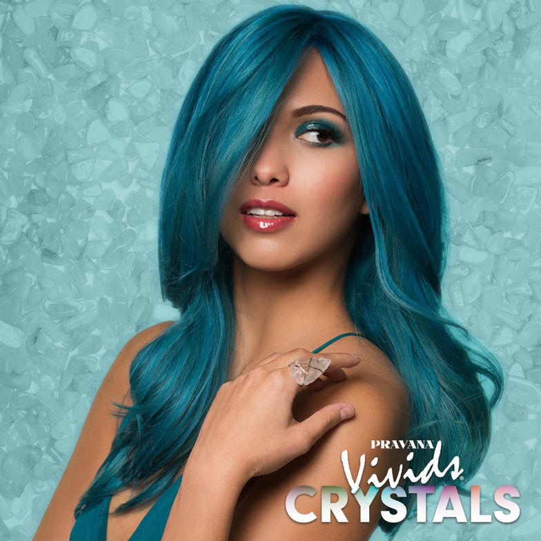 AQUAMARINE: Healing crystal known for inner peace, self-expression and creativity.Starting level 10 (highlights) and 8 (lowlights), applied from roots to ends.