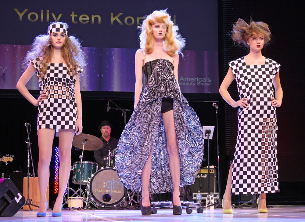 The homage to Xenon looks created by Yolly ten Koppel.