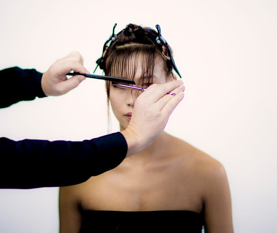 <p>CUTTING TECHNIQUE: STEP 1 - Release small horizontal sections at the fringe and cut in a horizontal line, keeping the length over the eyebrows.</p>