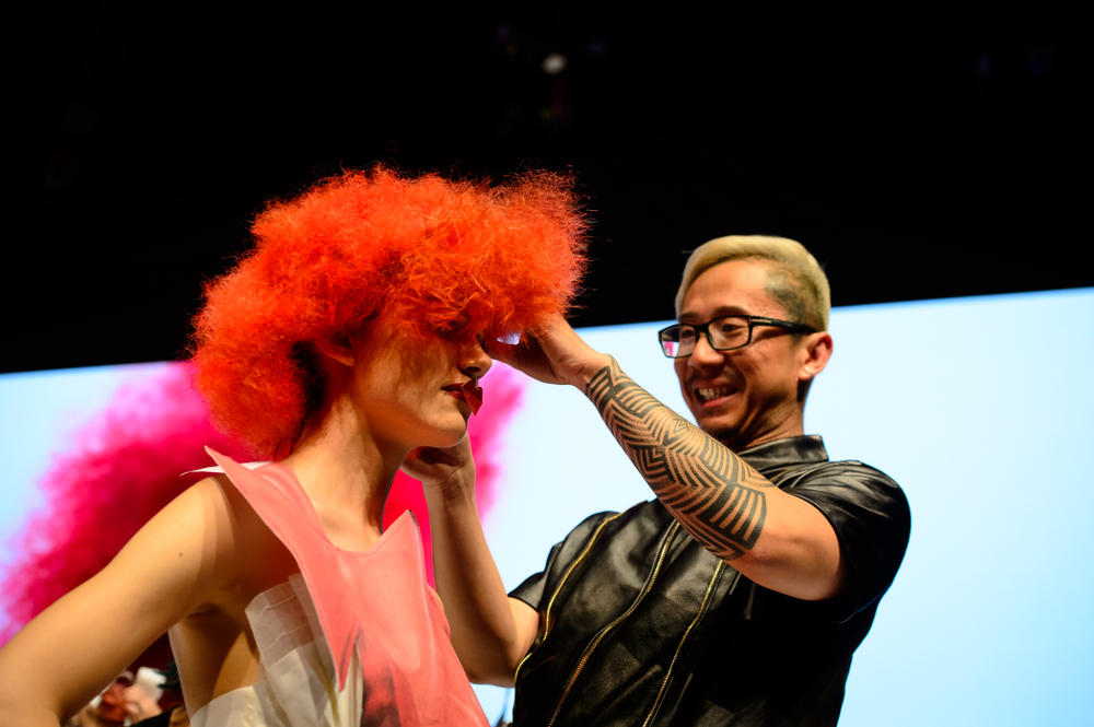 Noogie Thai works on his model on stage.