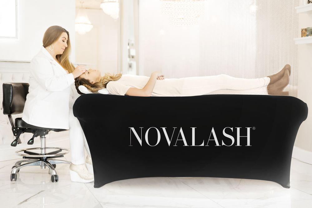 The LASHbed Cover in black.