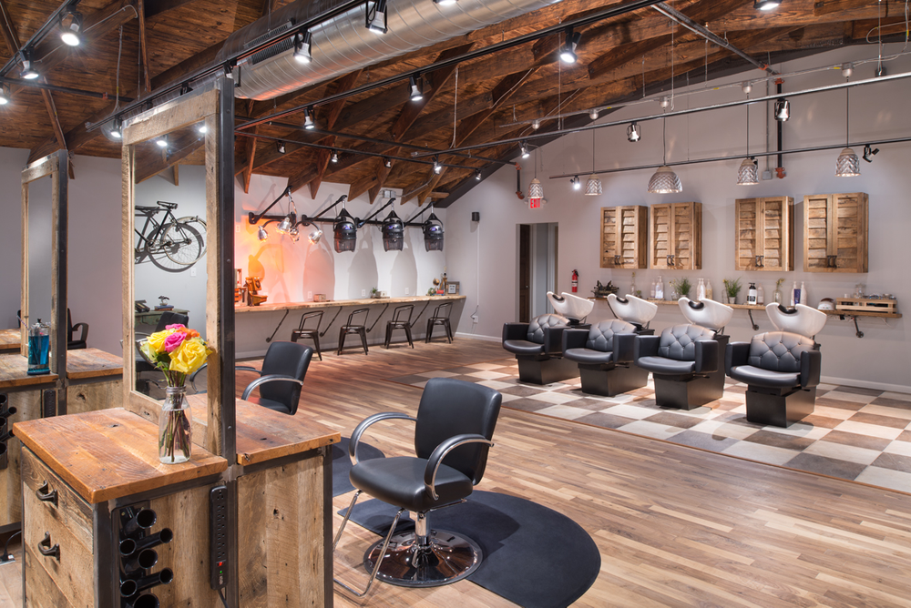 By utilizing the mezzanine level, the salon has space for up to 50 stylists.