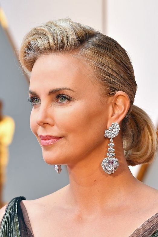 Charlize Theron (side)