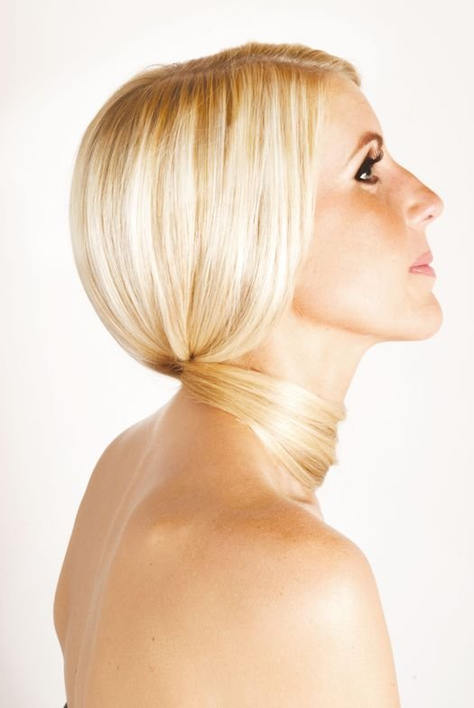 Weaveze helps separate out the previously colored hair more efficiently, leaving the hair in the best possible condition and delivering consistent color.