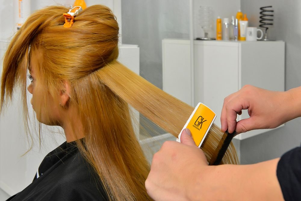 Set the flat iron's temperature according to the hair's condition. Work in each section moving from bottom to top. Adjust temperature according to different hair textures. <strong></strong>