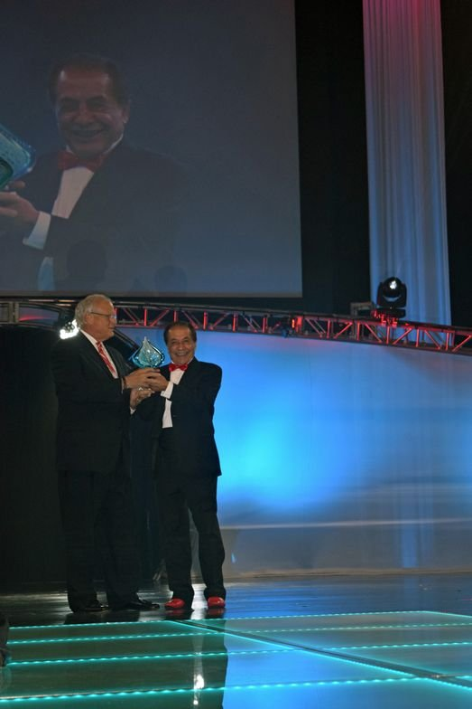 MODERN's Gregg McConnell presents Farouk Shami with an award on behalf of MODERN SALON for 50 years of innovation in the beauty industry.