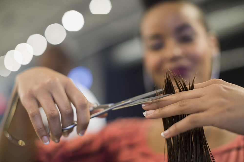 Illinois Passes Law Requiring All Licensed Beauty Professionals to Get Domestic Violence Training