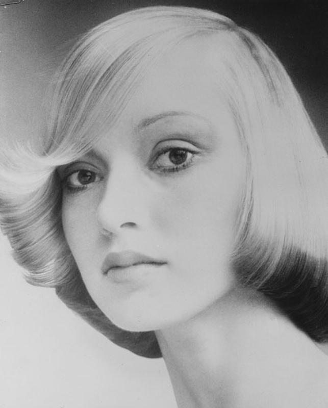 <p></p> <p> Slightly longer Femme Fatale by Raphael. Subtle color idea with ends shaded slightly darker. Hair: Raphael Santarossa … Makeup: Jacques LaFleur … Model: Donna Clarke …Photo: Klaus Lucka</p>