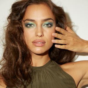 NYFW How-To: Blue Eye Makeup Gets a Twenty-First Century Upgrade
