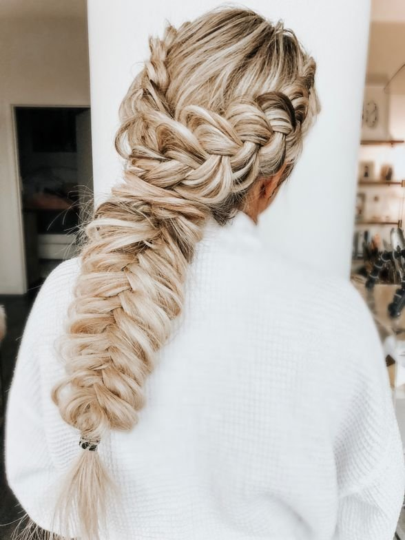 "<p><strong>Bridesmaids are always down with braids. Hair by <a href=""https://www.instagram.com/blohaute/"" target=""_blank"" rel=""noopener"">@blohaute</a></strong></p>"