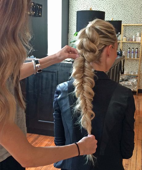 Diedrich styling hair at a Fave4 braid class at Glowout salon in Chicago.