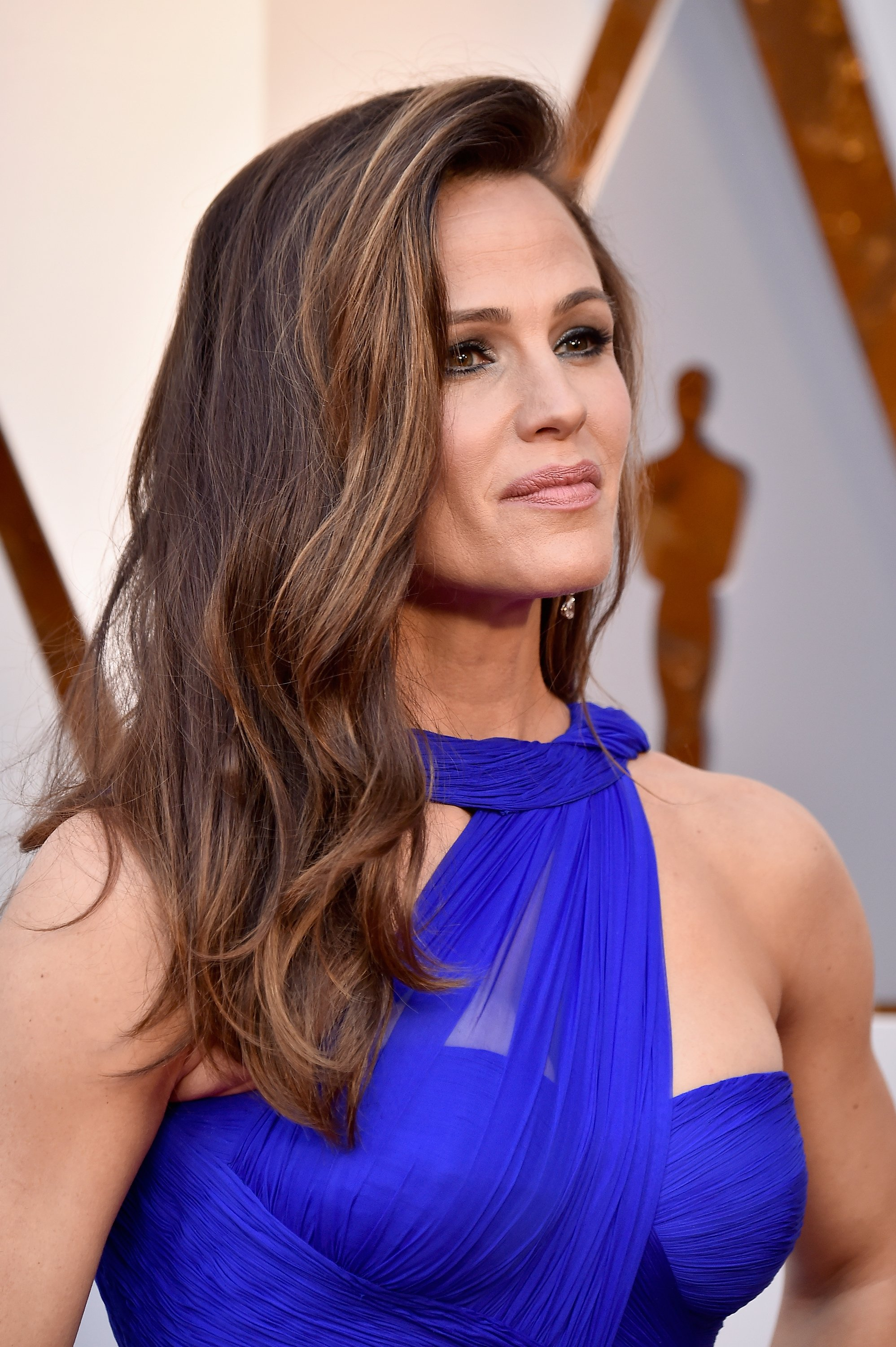 Jennifer Garner stunned with face-framing color, styled by Adir Abergel. Getty Images