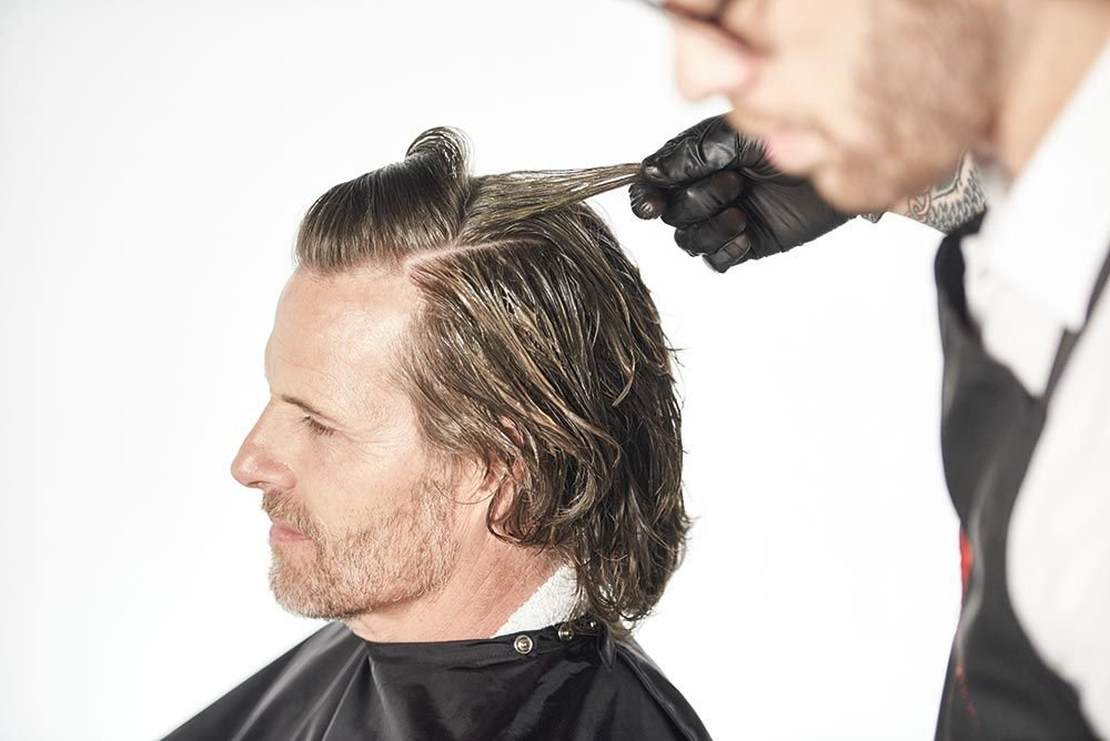 <strong>STEP 4:</strong> On the top, begin the application at the base of the crown and work through to the front hairline. <strong>TIP:</strong> It is important to respect the hair's natural growth pattern.