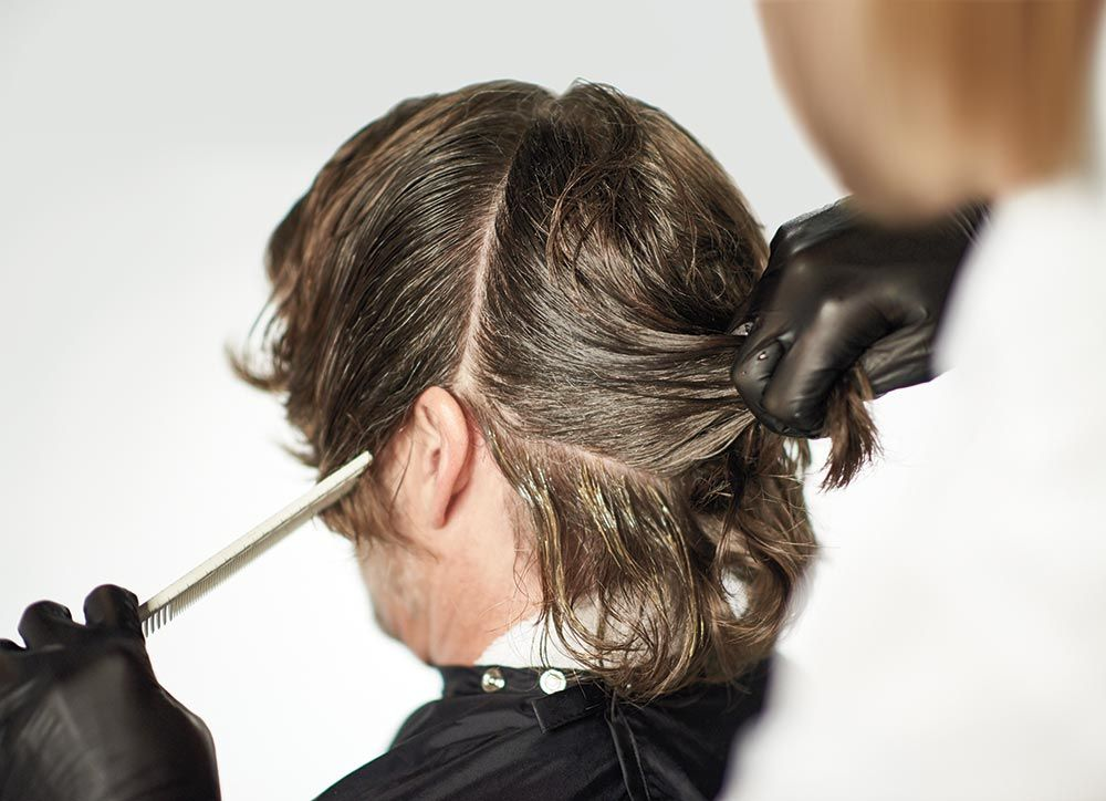 <strong>STEP 2:</strong> With moderate tension, sweep the formula from roots to ends, ensuring a light, feathered saturation to blend gray and maintain the hair's natural variation. Continue this technique until you reach the crown.