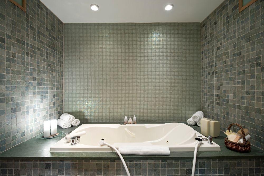 Great Salt Lake Bath and Massage Ritual, Whiteface Lodge, New York