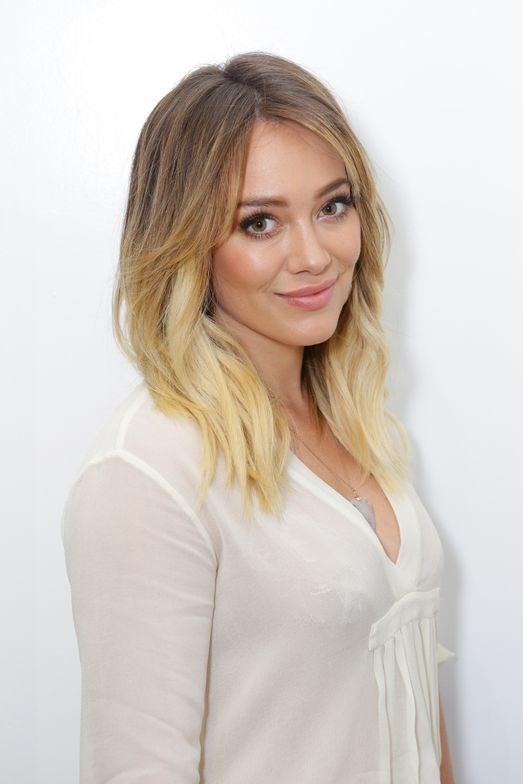 Hilary Duff before her color service.