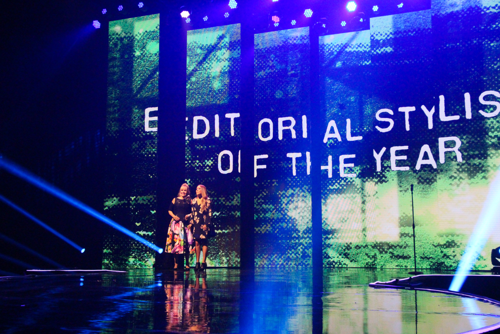 MODERN's Maggie Mulhern and Alison Alhamed present the Editorial Stylist of the Year Award
