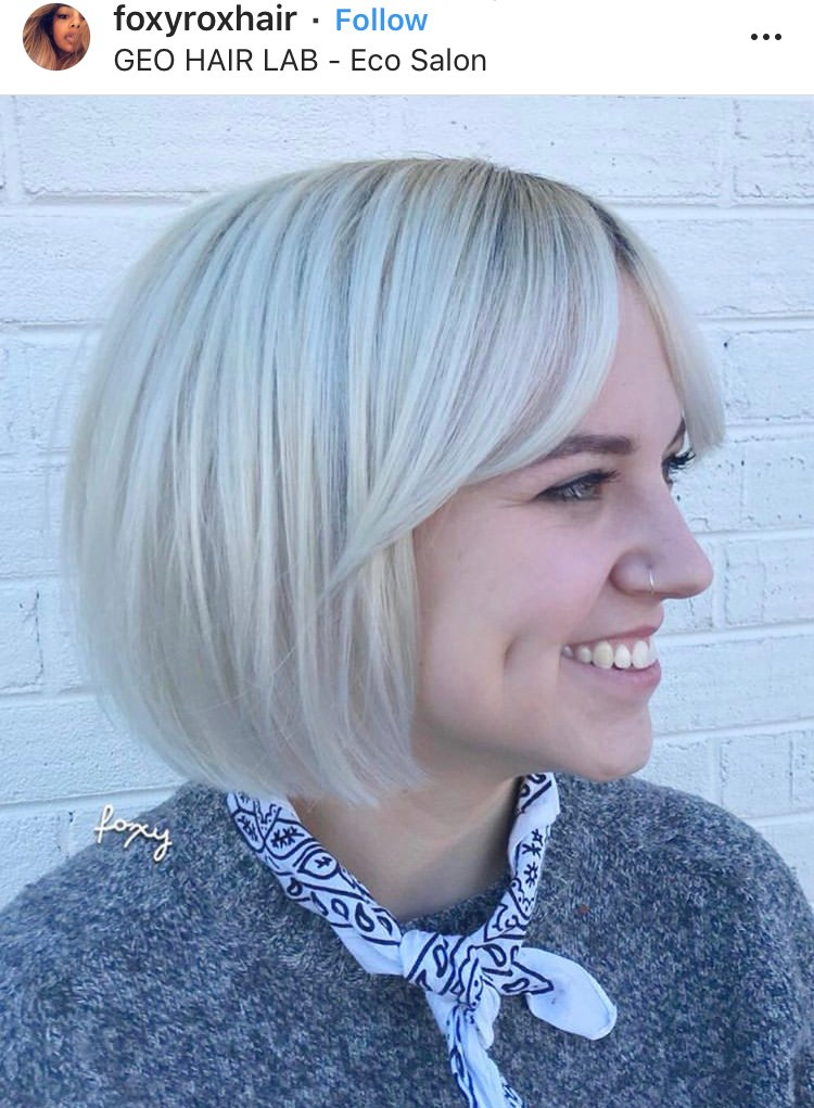 @foxyroxhair's short 'do and timeless fringe is a stunner.