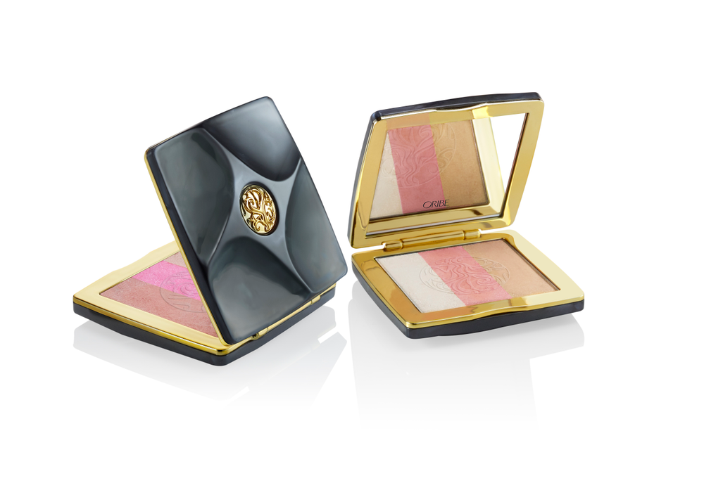 Illuminating Face Palette: One compact contains a three-in-one blush, bronzer and highlighter palette. Swirl together over cheeks or use each shade individually as a blush, contour shade and highlighter. Available in two sets of colors: Sunlit and Moonlit.