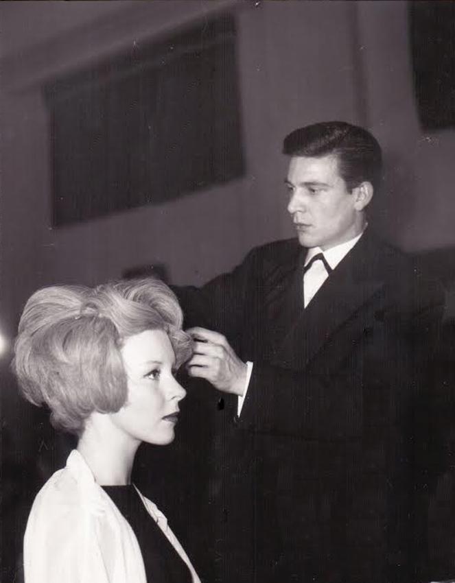 Raphael dressing blonde hair, Alexander in London,1958. Photo: Courtesy Renato Santarossa