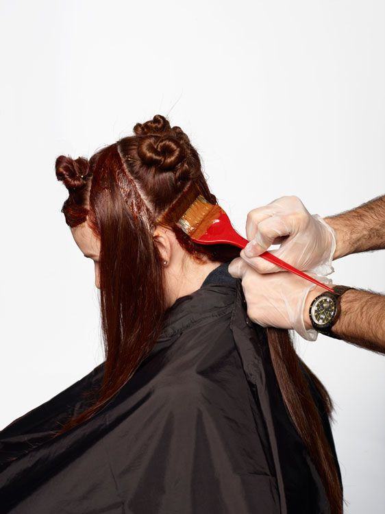 2. Begin by creating the base color. Blend equal parts 7RO and 5K with 20-volume developer and begin application on the scalp to midstrand—avoiding the butterfl y sections.
