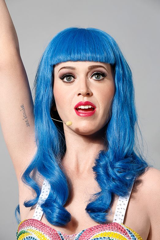 Katy Perry wax figure crowned with Hairdreams at Grévin Museum