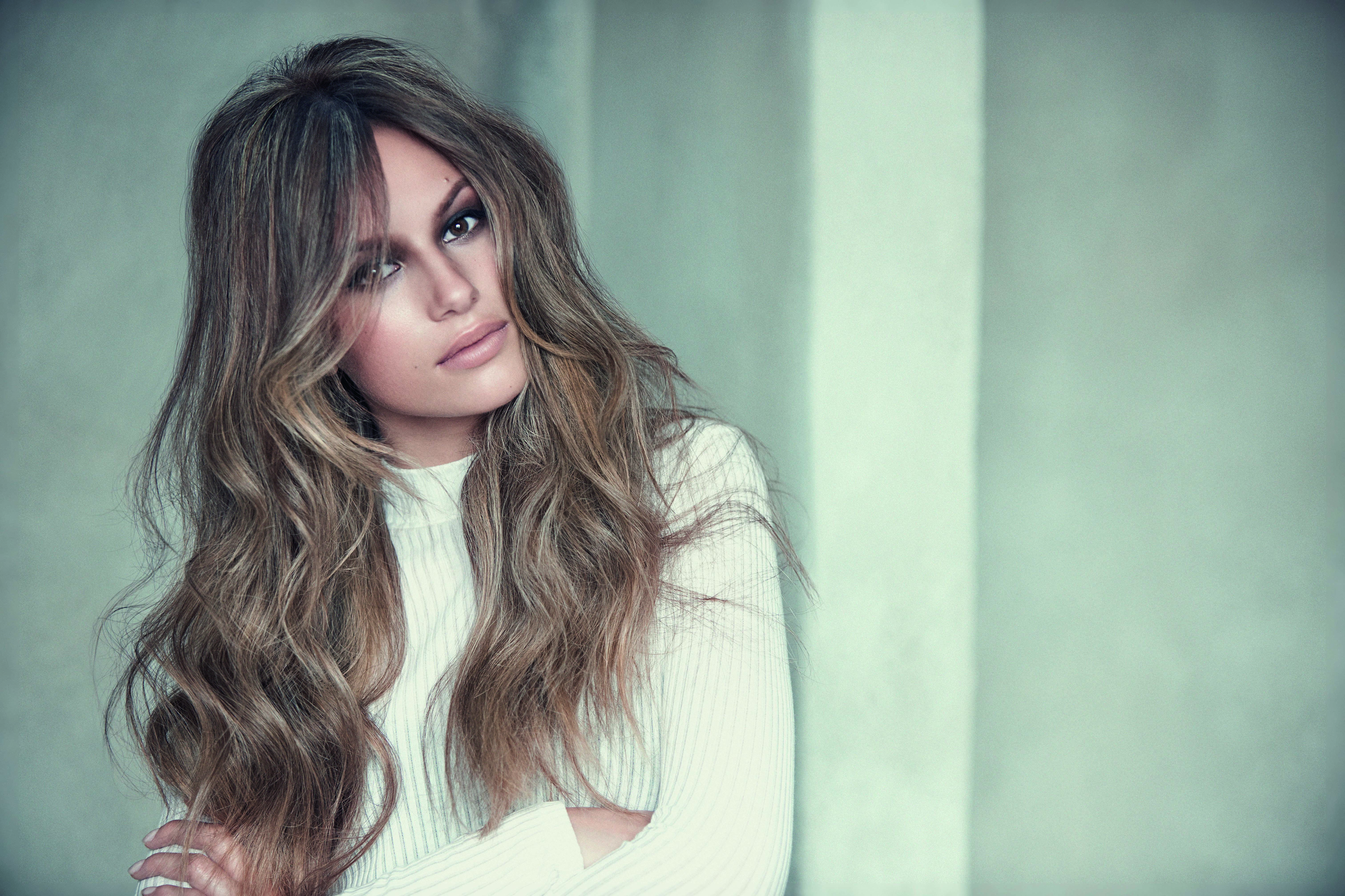 HOW-TO: Multidimensional Brown With Cool Blonde Balayage Highlights