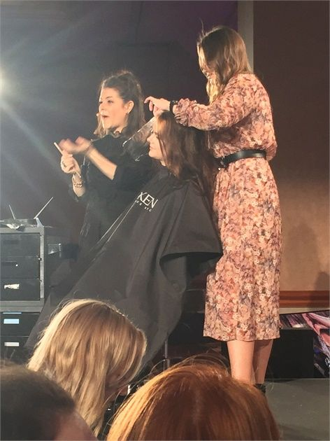Tracey Cunningham teaches the latest coloring techniques at Redken Symposium 2017