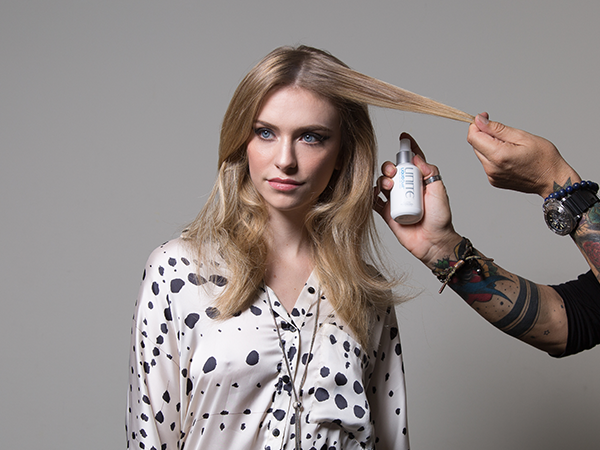 For Instant Body – Use on Dry Hair<br /><br />Spray LIQUID Dust through dry hair from root to end – about 6 to 8 inches away. Formula sprays on as a liquid but instantly dries into a weightless and workable matte finish.